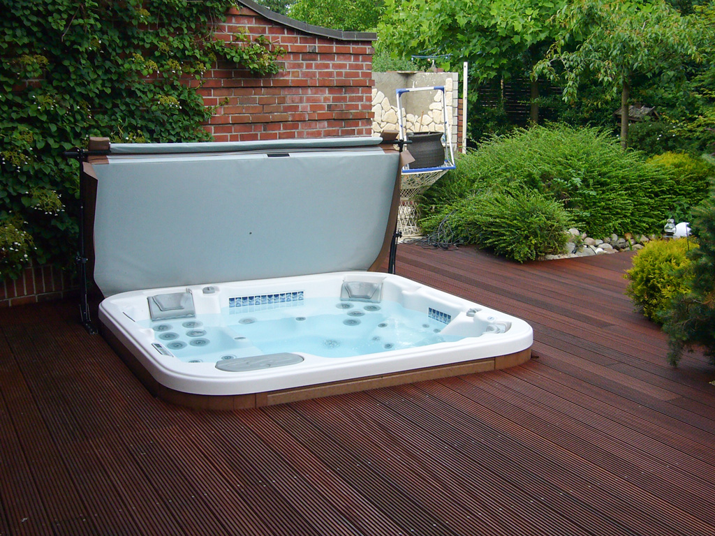 Whirlpool outdoor eingelassen  Poolbau Diverse | Wellnessdrops