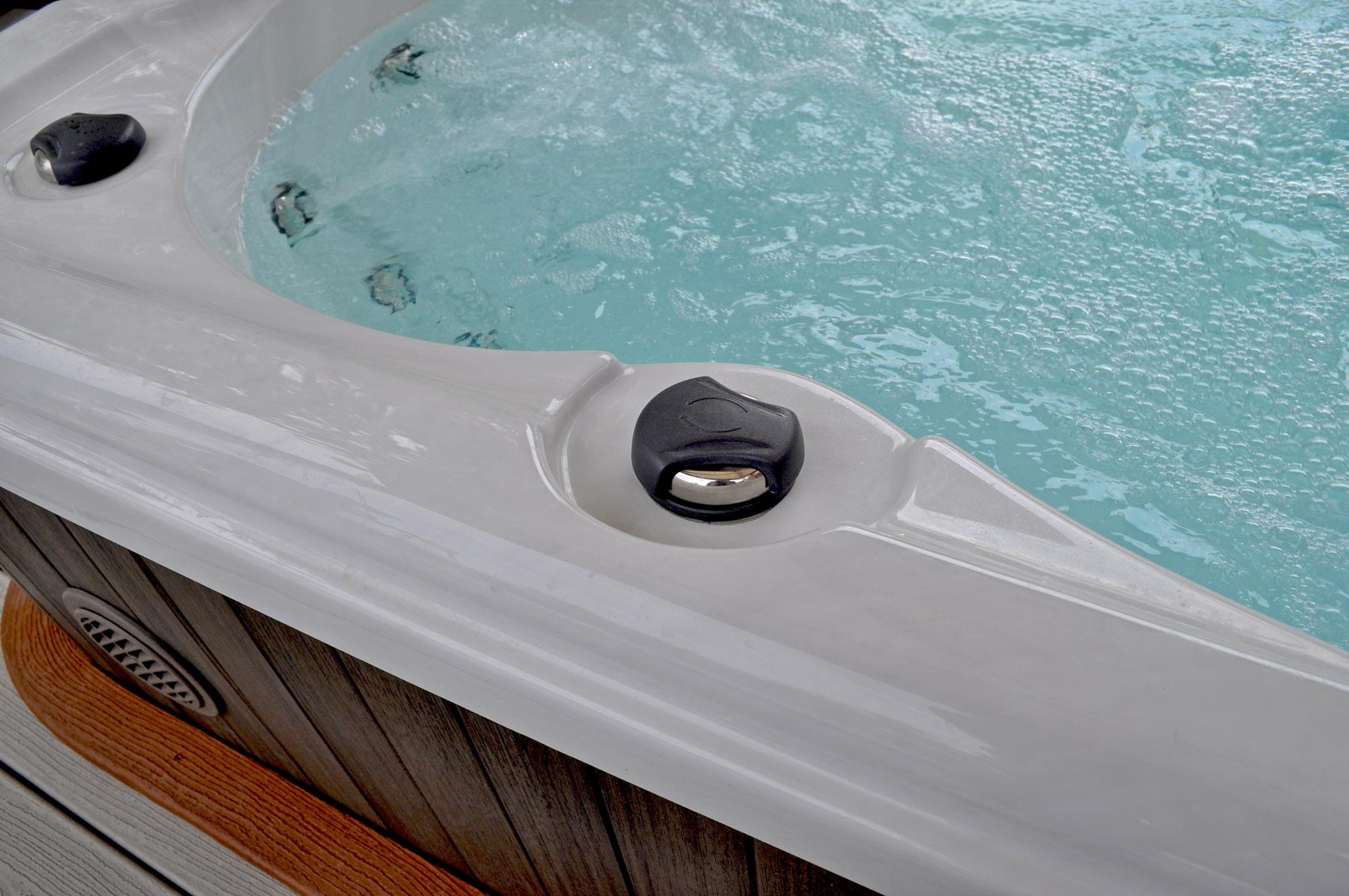 Hydropool serenity hot tub 6000 wellnessdrops for Pool aufstellbar