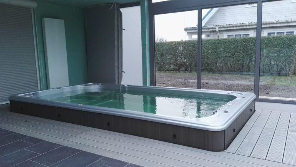 Swimspa mit Revisionsschacht aus WPC Terrassendielen